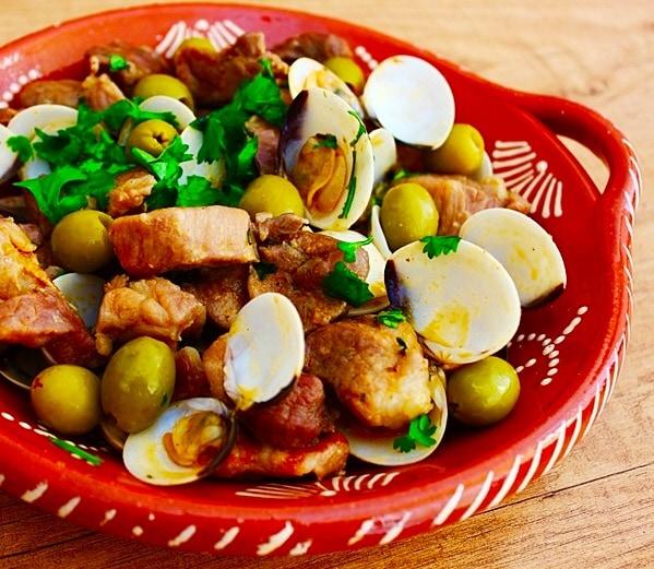 The Hirshon Portugeuse Clam And Pork Stew - Carne de Porco ...