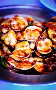 "The Hirshon Nyonya ""Golden Fragrance"" Clams – 黃金蜆飄香"