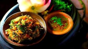 The Hirshon Burmese Crispy Spring Onion Fritters – ကြော်နွေဦးပေါက်ကြက်သွန်နီ