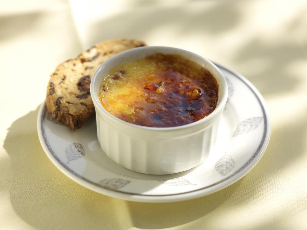 Vincent Price's French Onion Soup – Soupe à L'Oignon