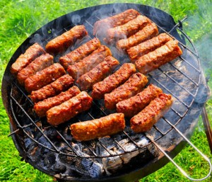 "The Hirshon Romanian Jewish Garlic Beef ""Sausages"" – Karnatzlach"