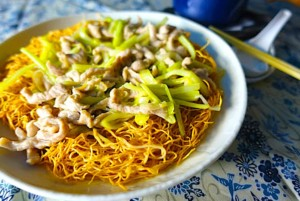 "The Hirshon Authentic Chinese ""Chow Mein"" – 港式肉煎麵"