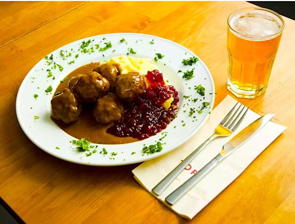Finnish Meatballs in 'Cut Cognac' Sauce – Lihapullat Jallukastikkeessa